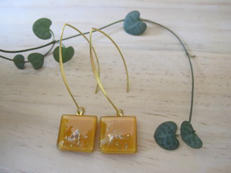paititi-boucles-d-oreilles-carree-fermoir-long-jaune-curry